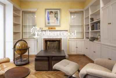 Residential building for sale located in a main tourist area in the heart of Barcelona